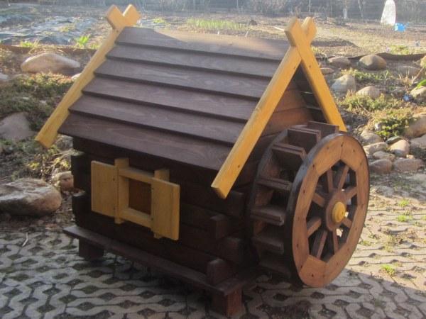 Водяная мельница из дерева. Садовый декор