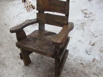 Дачное, садовое деревянное кресло в стиле «рустик» из брашированной сосны
