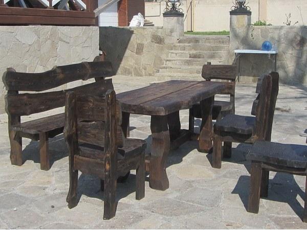 """Стулья, стол и скамейка из брашированной сосновой доски в стиле """"рустик"""""""