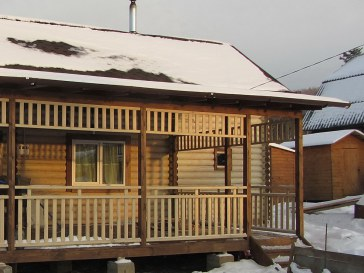 Деревянная двухэтажная баня из оцилиндрованного бревна