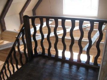 Лестница внутренняя двухмаршевая для двухэтажной бани