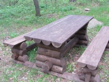Стол и скамейки садовые, дачные из оцилиндрованного бревна