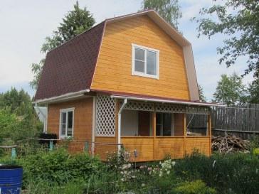 Двухэтажный дачный домик из соснового бруса с верандой